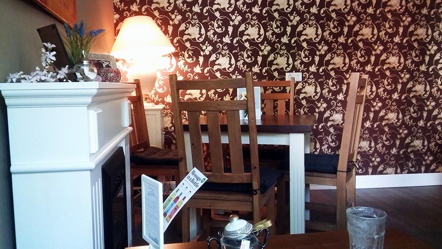 Tisch und Stühle mit Beccy