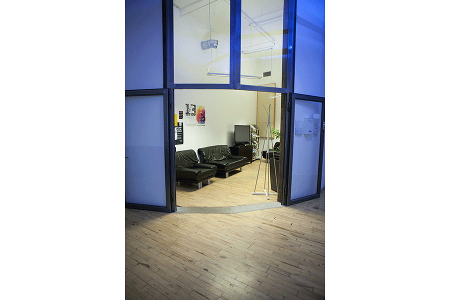 Ehemaliger Aufenthaltsraum, nun Arbeitsbereich - Tür
