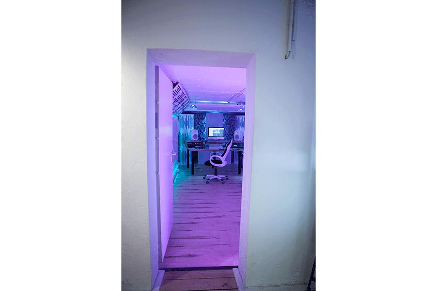 Kleines Musikstudio - Tür
