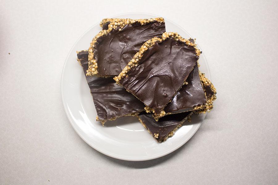 Quinoa-Erdnussriegel mit Schokolade