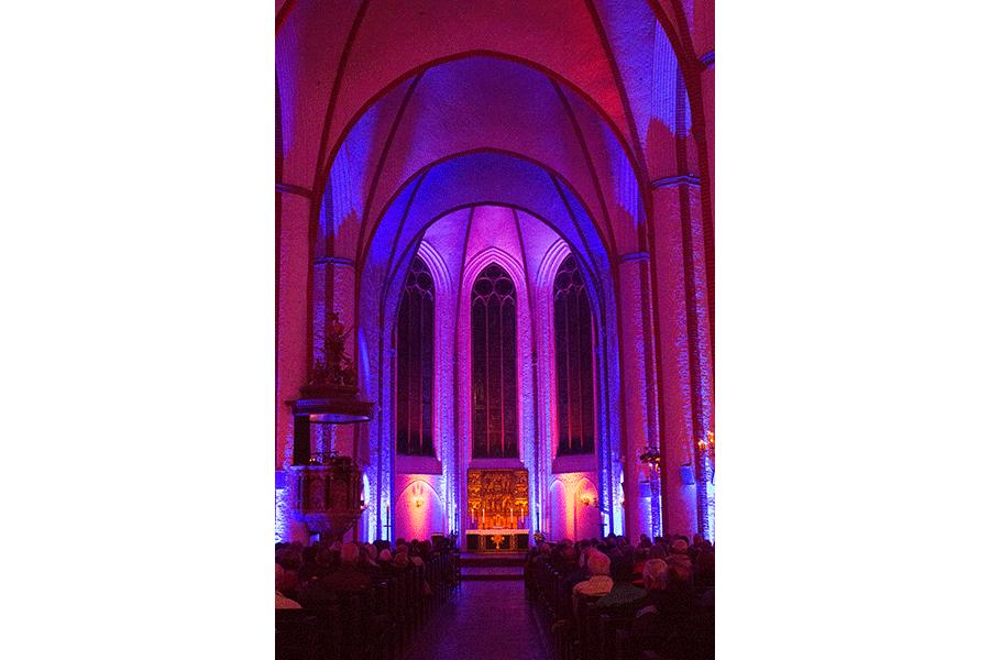 Fenster und Gang in der St. Jacobi Kirche