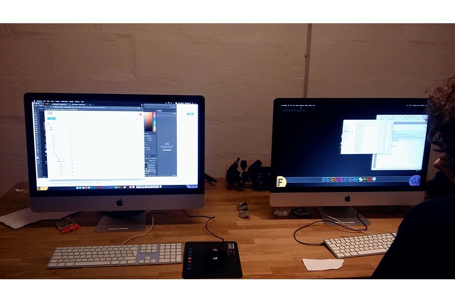 Computerarbeitsbereich in dem Agenturbereich