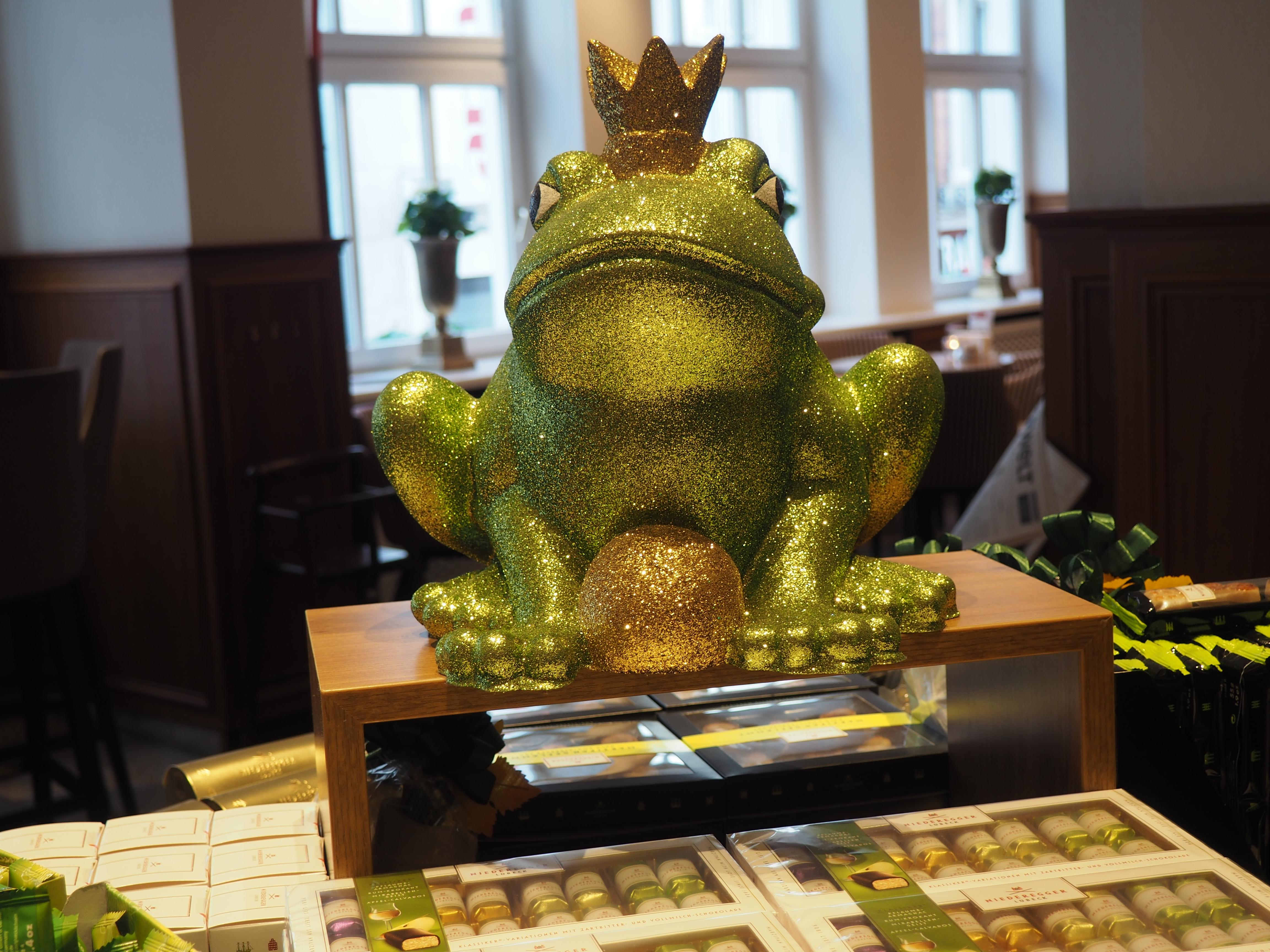 Froschkönigfigur in dem Niedereggerhaus